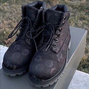 Timberland 6in Black Classic Floral Boots 12.5 EUC